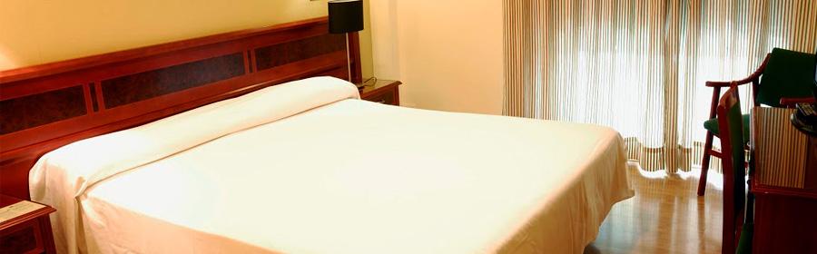 Hotel Reyes Católicos: Room