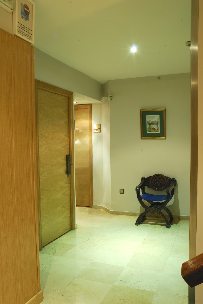 Photos reyes catolicos hotel sevilla best price official for Contact hotel